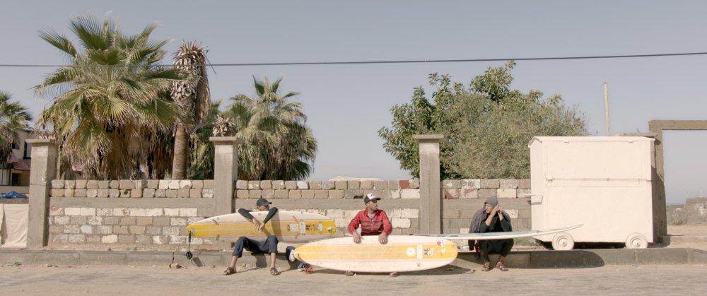 junge Surfer im Gazastreifen