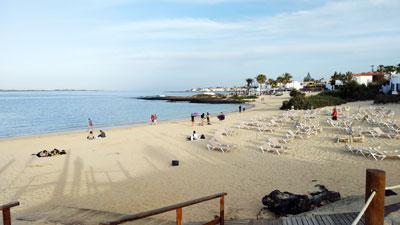 Sonnenuntergang am Strand - die ersten Strandclubs öffnen